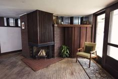 An 85 Year Old 'Tiny House' in the Style of Frank Lloyd Wright — Curbed Small Space Living, Small Spaces, Frank Lloyd Wright Homes, Usonian, Old Houses, Tiny Houses, Living Room With Fireplace, Mid Century Design, Little Houses