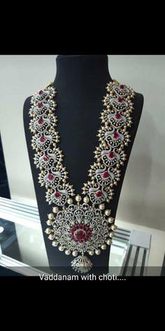 Gold Jewellery Design, Gold Jewelry, Jewelry Rings, Jewelery, Diamond Necklaces, Diamond Jewellery, Diamond Pendant, Purple Kitchen, India Jewelry