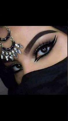Girl with a beautiful eyes (With images) Arabian Eyes, Arabian Makeup, Belly Dance Makeup, Drugstore Eyeshadow Palette, Gorgeous Eyes, Smokey Eye Makeup, Eye Make Up, Makeup Inspiration, Makeup Ideas