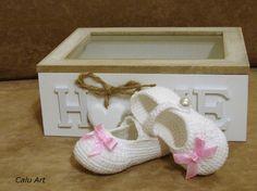 Calu Art: buciki do chrztu Crocheting, Baby Shoes, Slippers, Kids, Clothes, Fashion, Crochet, Young Children, Outfits