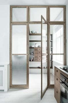 A MINIMALISTIC WOODEN KITCHEN