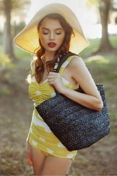 11. Vintage Summer - The perfect beach bag to stash everything including a knitting project in.