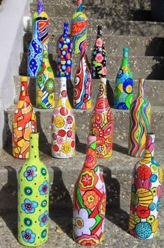Getting inspired by use of old wine bottles done by others? Here we bring a meticulously planned round up of the most creative wine bottle painting ideas. These DIY wine bottle painting designs is sure to add bling to your home decor. Old Wine Bottles, Wine Bottle Art, Painted Wine Bottles, Wine Bottle Crafts, Wine Art, Diy Bottle, Decorated Wine Bottles, Bottle Lamps, Bottle Candles