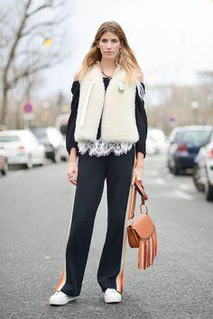 Pin for Later: Das sind die besten Street Style Looks aus Paris, Chérie! Street Style Paris Fashion Week 2016 Veronika Heilbrunner mit einer Tasche von Chloé.