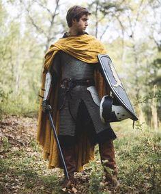 Knight's Cape – Medieval Linen Cloak - DarkSide. Medieval Cloak, Medieval Costume, Medieval Fantasy, Medieval Knight Armor, Armadura Medieval, Wallpaper Collage, Wallpaper Lockscreen, Character Inspiration, Character Design