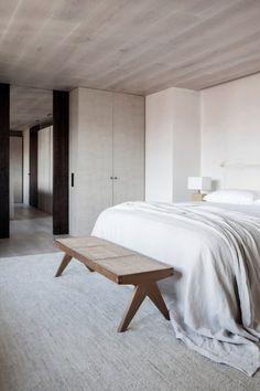 Boho Home Decor A Neutral Color Palette And Bespoke Interiors Define This Sophisticated Apartment In Spain - IGNANT.Boho Home Decor A Neutral Color Palette And Bespoke Interiors Define This Sophisticated Apartment In Spain - IGNANT Minimalist Home Decor, Minimalist Living, Minimalist Bedroom, Minimalist Interior, Classic Home Decor, Unique Home Decor, Cheap Home Decor, Interior Minimalista, Cheap Bedroom Decor