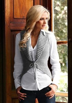 This is knitted, but I think it could be replicated in crochet :D Gilet Crochet, Knit Crochet, Mode Crochet, Knit Patterns, Knit Vest Pattern, Crochet Clothes, Pulls, Refashion, Knitwear