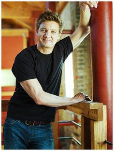 Jeremy Renner. OMG, I dreamt about him when he was here filming in the Philippines. Details of the dream: confidential. Hah!