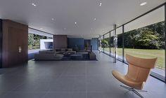 Grand Designs Episode 1 - Presented by Kevin McCloud (Location - Horsham, West Sussex, UK) Grand Designs Uk, Grand Designs Houses, Netflix Home, Bungalow Renovation, Minimal Home, Boconcept, Large Homes, Big Houses, Tile Design