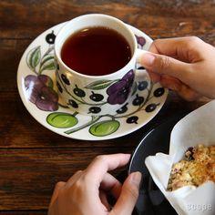 Arabia (アラビア) / Paratiisi (パラティッシ) ティーカップ&ソーサー Coffee Cups, Tea Cups, Morning Coffee, Cup And Saucer, Tea Time, Scandinavian, Arabia Paratiisi, Finland, Plates