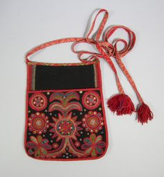 Scandinavian Embroidery, Scandinavian Folk Art, Sewing Pockets, Textiles, Quirky Fashion, Folk Embroidery, Clothing And Textile, Folk Costume, New Artists
