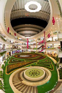 Centro Comercial Santafé en Feria de Flores - Medellín, Colombia by Oscar Soto