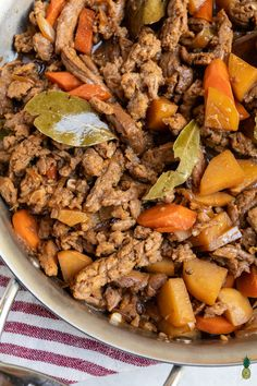 Vegan Filipino Chicken Adobo (Gluten-free) A vegan version of the classic Filipino dish! This adobo is packed with bold flavors and is spot on to the classic recipe. It's is easy to make and will be ready in about 30 minutes. Dinner Entrees, Dinner Recipes, Vegetarian Recipes, Healthy Recipes, Tvp Recipes, Meal Recipes, Veggie Recipes, Lunch Recipes, Delicious Recipes
