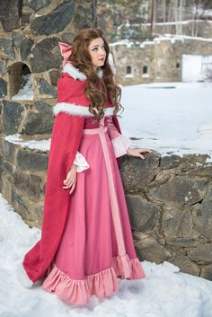 Belle Cosplay http://geekxgirls.com/article.php?ID=6451