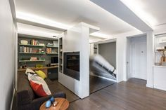 IKEA Bets On Movable Walls for Small Spaces — Design News (Apartment Therapy Main) 1st Apartment, Manhattan Apartment, Apartment Design, Apartment Therapy, York Apartment, Apartment Interior, Studio Apartment, Cama Murphy Ikea, Murs Mobiles