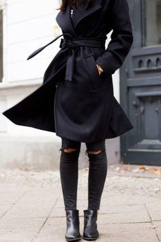 Robe Coat Fashion Trend: Kayla Seah is wearing a black robe coat from All Saints Fall Outfits, Cute Outfits, Dressing, Mein Style, Vogue, All Black Everything, Chic, Autumn Winter Fashion, Streetwear