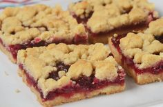 These Cranberry Shortbread Bars have two layers of buttery shortbread sandwiched together with a tangy cranberry sauce. With Demo Video Mini Desserts, Cookie Desserts, Easy Desserts, Dessert Recipes, Dessert Ideas, Apple Cake Recipes, Cranberry Recipes, Cranberry Sauce, Cranberry Bars