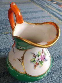 Neue Leserfragen zu Porzellan und Keramik sind nun online unter: http://sammler.com/keramik/#Mails