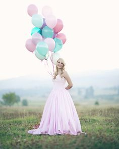 Love portraits with balloon bunches!