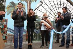 Juan Manuel Urtubey junto a su esposa Isabel Macedo, inauguró el Mural del Bicentenario ubicado en el pórtico de acceso al Parque del Bicentenario. La obra cubre 300 metros lineales de arte y está elaborada con la técnica del mosaiquismo, reflejando las actividades que realizan las familias en el Parque en contacto con la naturaleza, por lo que también representa la flora y fauna autóctonas. El diseño es autoría de la reconocida artista Nushi Muntaabski, quien integró en esta obra la labor…
