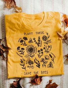 Plantez-les, sauvez les abeilles - tee-shirt Plant These, Save The Bees - Tee - Wholesome Culture, Tee Design, Vintage Stil, Retro Vintage, Save The Bees, Mellow Yellow, Aesthetic Clothes, Aesthetic Videos, Screen Printing, 3d Printing