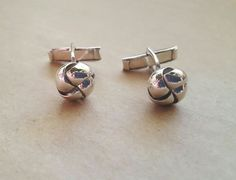 Elegant round knot cufflinks in solid silver Gifts For Father, Fathers, Tie Clips, Sterling Silver Cuff, Silver Rounds, Hand Engraving, Knots, Cufflinks, Stud Earrings