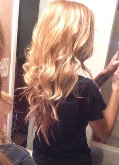 love this loose messy blonde locks! Types Of Hair Color, New Hair Colors, Down Hairstyles, Pretty Hairstyles, Prom Hairstyles, Hairdos, Hair Heaven, Hair Locks, Hair Flip