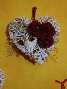 Cuore grande intrecciato decorato con rose di tulle e gesso profumato