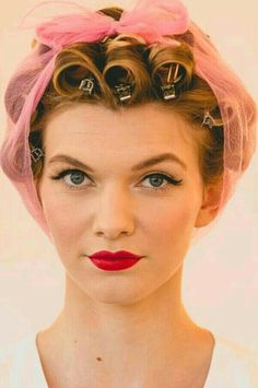 Retro Hairstyles, Scarf Hairstyles, Curled Hairstyles, Hair Curlers Rollers, Estilo Pin Up, Hair Nets, Pin Curls, Her Hair, Bridal Hair
