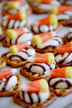 Sweet and Salty Halloween Treats...How easy is this!! Great for school | http://ilovecolorfulcandiesgwendolyn.blogspot.com