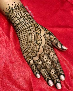 Mehndi design makes hand beautiful and fabulous. Here, you will see awesome and Simple Mehndi Designs For Hands. Henna Hand Designs, Mehndi Designs Finger, Wedding Henna Designs, Latest Bridal Mehndi Designs, Mehndi Designs Book, Mehndi Designs For Girls, Mehndi Designs For Beginners, Mehndi Designs 2018, Modern Mehndi Designs