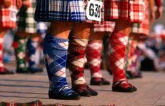 Les Highland Games en Ecosse   #ecosse #scotland #alainntours #highlandgames #tweed   © Visit Scotland Highland Games, Tweed, Rubber Rain Boots, Scotland, Shoes, Fashion, Everything, Moda, Zapatos