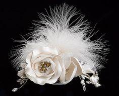 Accesorios para novias plumas y flores