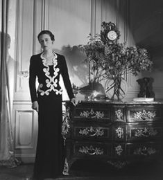 Wallis Simpson, Duchess of Windsor - 1937 Dress and Jacket by Elsa Schiaparelli, Photo by Sir Cecil Beaton Wallis Simpson, Elsa Schiaparelli, Magazine Vogue, Vintage Outfits, Vintage Fashion, 1930s Fashion, Vintage Vogue, Vintage Couture, Vintage Glamour