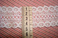 http://infantialia.es/es/home/164-entredos-blanco-de-bolillo-de-45-cms.html Entredós de bolillo 100% algodón de color blanco de 4,5 cms de ancho.