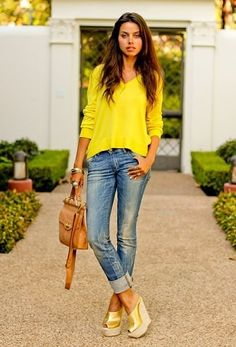 ughhh....i wish i could wear that color yellow....but i love the rest of the look