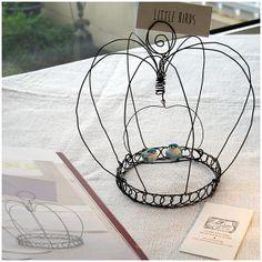 Couronne-Cage réalisée en fil de fer recuit