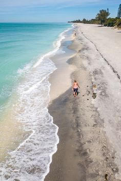 Planning to visit Florida with kids? Check out this list of 22 places to visit in Florida. The Sunshine State is perfect for a family vacation with all the beautiful Florida beaches, Florida theme parks, and State Parks. Don't take a Florida vacation before reading these Florida travel tips. #Florida #familytravel #beaches #Floridatravel #vacation #vacations #roadtrips