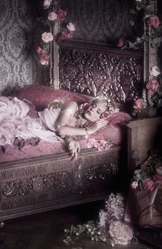 Sleeping Beauty (Dude, wouldn't a Fairy Tale AU with Roxy as Aurora be awesome! Foto Fantasy, Fantasy World, Fantasy Art, Art Magique, Fantasy Photography, Pastel Photography, Artistic Photography, Briar Rose, Foto Art