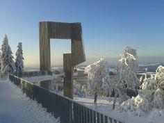 Winterimpressionen an der Windklangskulptur auf dem Gipfel des Erbeskopfes - der höchsten deutschen linksrheinischen Erhebung