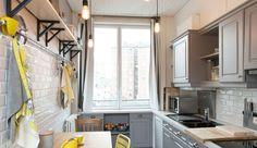 Vous souhaitez un ou des meubles de cuisine plus frais, plus modernes, mais n'avez pas le budget pour vous les offrir ? Cela ne doit pas vous arrêter. Peinture, poignées, plan de travail, nouvelles portes de cuisine, robinetterie... Quelques changements apportés à votre meuble de cuisine suffiront à le relooker. Voici des idées bien pensées pour vous offrir un nouveau meuble de cuisine, sans dépenser des mille et des cents.