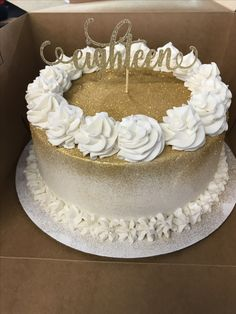 Simple white and gold buttercream birthday cake - Birthday Cake Fruit Ideen Elegant Birthday Cakes, 16th Birthday Cake For Girls, Golden Birthday Cakes, Buttercream Birthday Cake, Sweet 16 Birthday Cake, 70th Birthday Cake, Birthday Cupcakes, 19th Birthday, Birthday Desserts