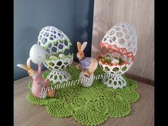 Easter Crochet, Crochet Crafts, Quilling, Easter Eggs, Tatting, Diy And Crafts, Dinosaur Stuffed Animal, Decorative Plates, Toys