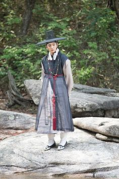 Find images and videos about handsome, hanbok and scholar who on We Heart It - the app to get lost in what you love. Korean Hanbok, Korean Dress, Korean Outfits, Korean Traditional Dress, Traditional Dresses, Korean Men, Korean Actors, Lee Yu Bi, Kim So Eun