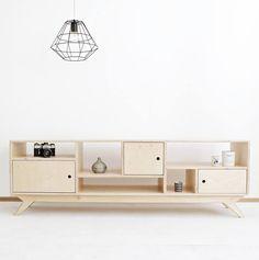 Design. Wszystkie meble i przedmioty projektujemy sami, bo ubóstwiamy rzeczy ładne.   Personalizacja. Możemy dostosować nasze projekty do Twojej indywidualnej przestrzeni.   Hand made. Każdy mebel