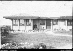 Exterior of Theo Felstead House, Lot 99, 158 Edinburgh Road, Castlecrag, New South Wales [transparency].