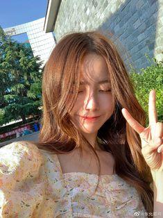 Pretty Korean Girls, Korean Beauty Girls, Cute Korean Girl, Aesthetic Couple, Aesthetic Girl, Girl Pictures, Girl Photos, Icon Girl, Korean Hair Color