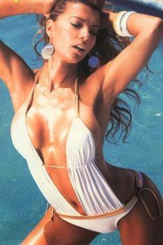 Cecilia Galiano En Bikini