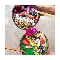 """""""We're spending our last day of break with #friends sharing these epic #smoothiebowls // Black Forrest Acai Bowl & Summer Fruit Green Bowl  // For the…"""""""