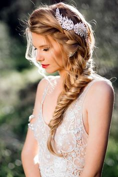 French-braided-wedding-hairstyle-with-gold-wing.jpg (810×1215)